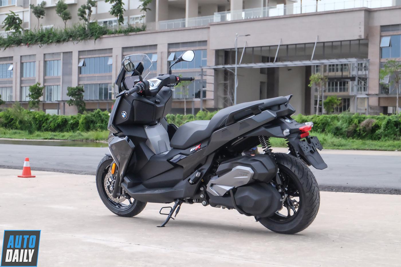 bmw-motorrad-c400x-3.jpg