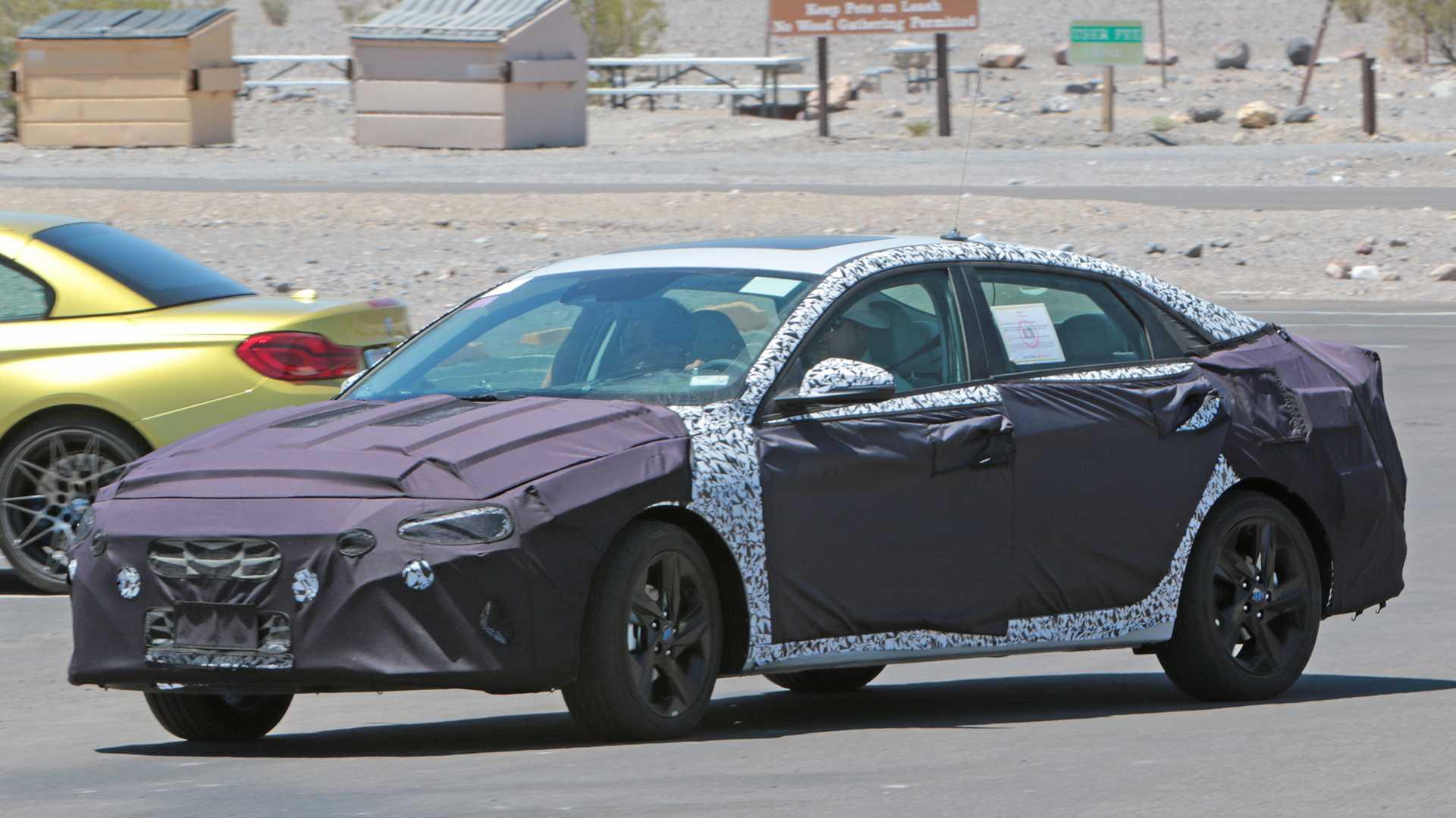 Hyundai Elantra thế hệ mới lần đầu lộ diện trên đường chạy thử