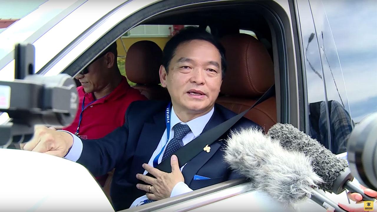Chủ tịch địa ốc Hoà Bình: Người đầu tiên nhận và trải nghiệm xe VinFast Lux nói gì?