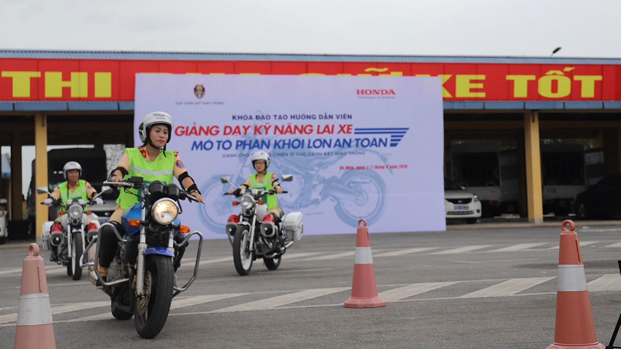 Honda Việt Nam tập huấn lái xe an toàn cho lực lượng cảnh sát giao thông