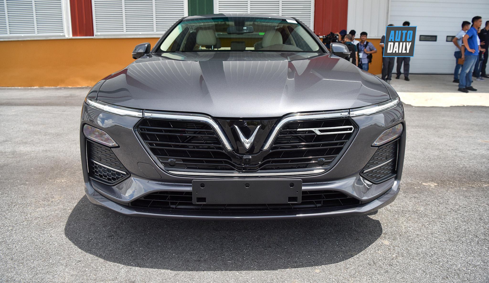 VinFast nhảy vào thị trường xe taxi công nghệ, cạnh tranh với Grab