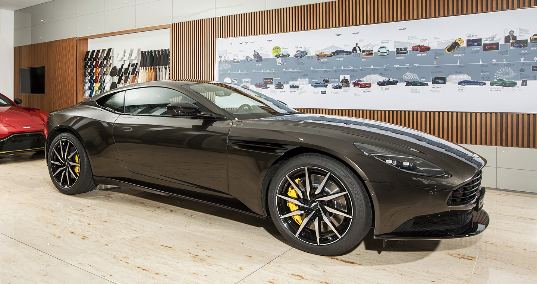 """Aston Martin DB11 V8 màu Kopi Bronze """"độc nhất"""" Việt Nam"""