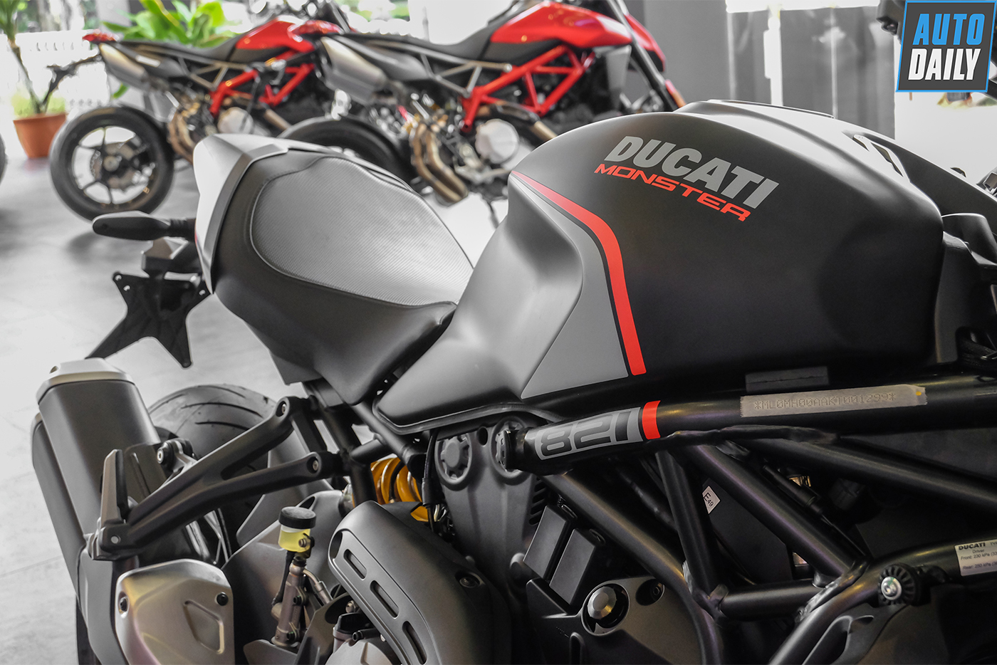 ducati-monster-821-stealth-1.jpg