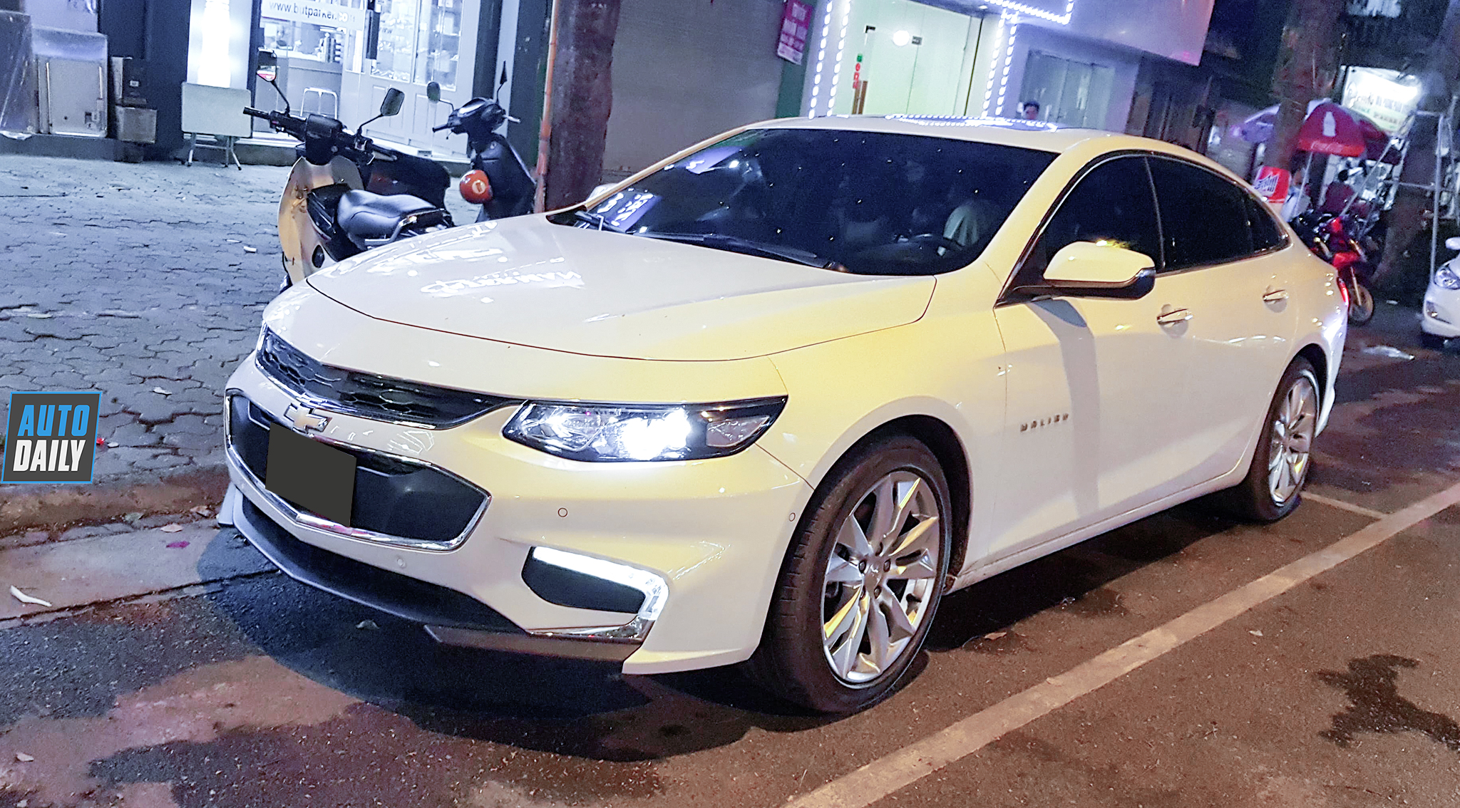 Xế lạ Chevrolet Malibu xuất hiện tại VN, rộ tin đồn sắp bán chính hãng