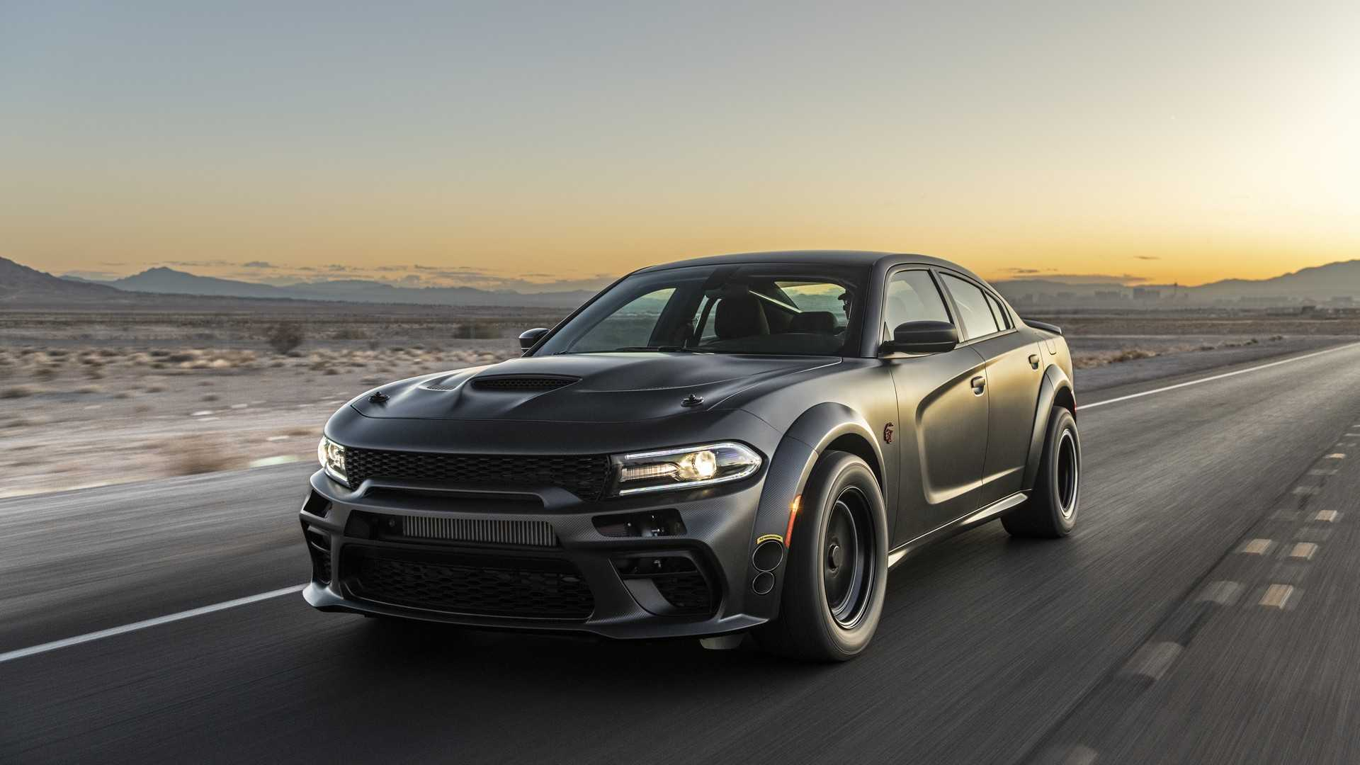 Dodge Charger độ thân rộng hầm hố và động cơ mạnh 1.525 mã lực