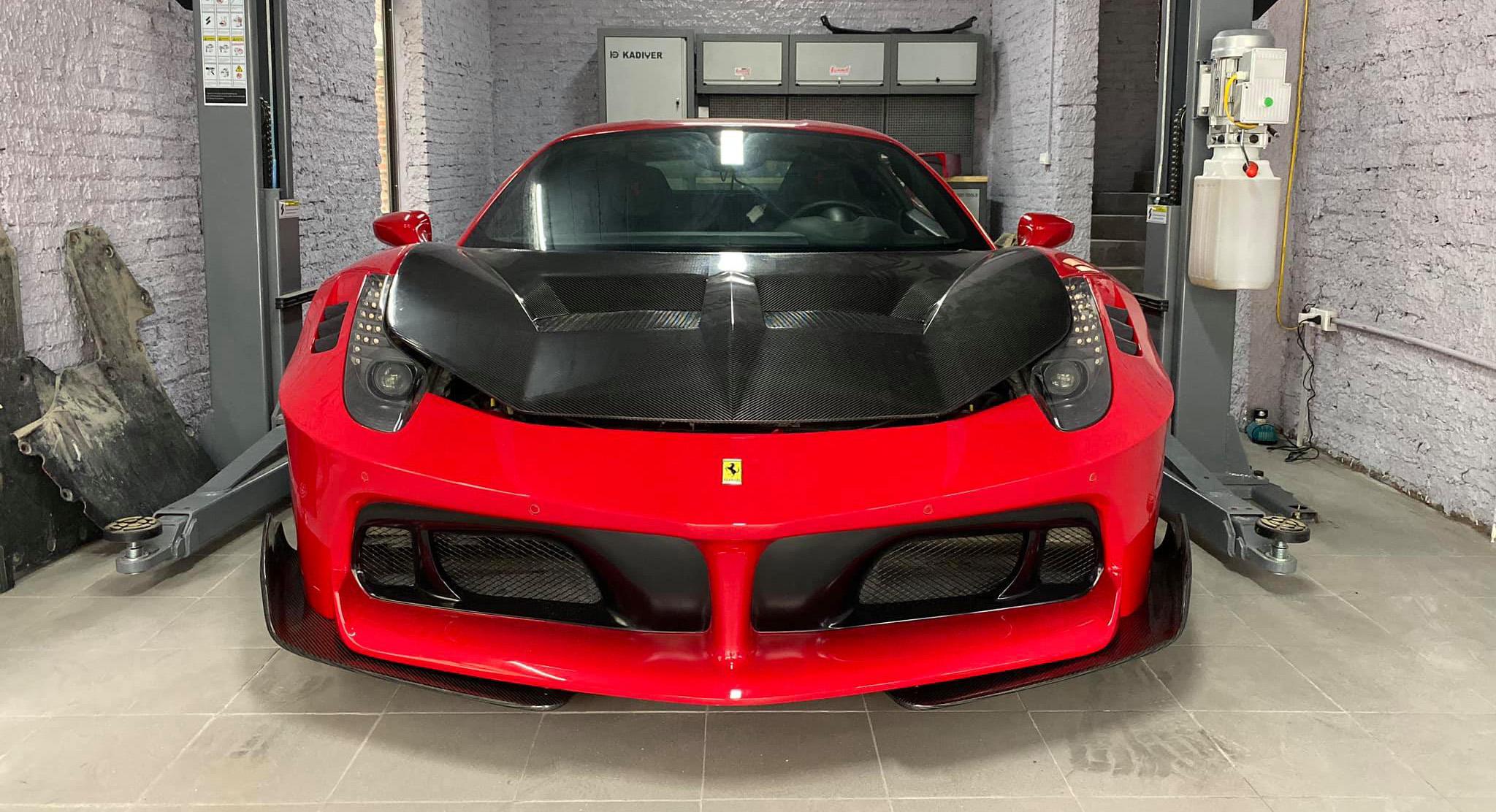 Ferrari 458 Italia thứ 2 tại Việt Nam độ thân rộng, đầu như LaFerrari
