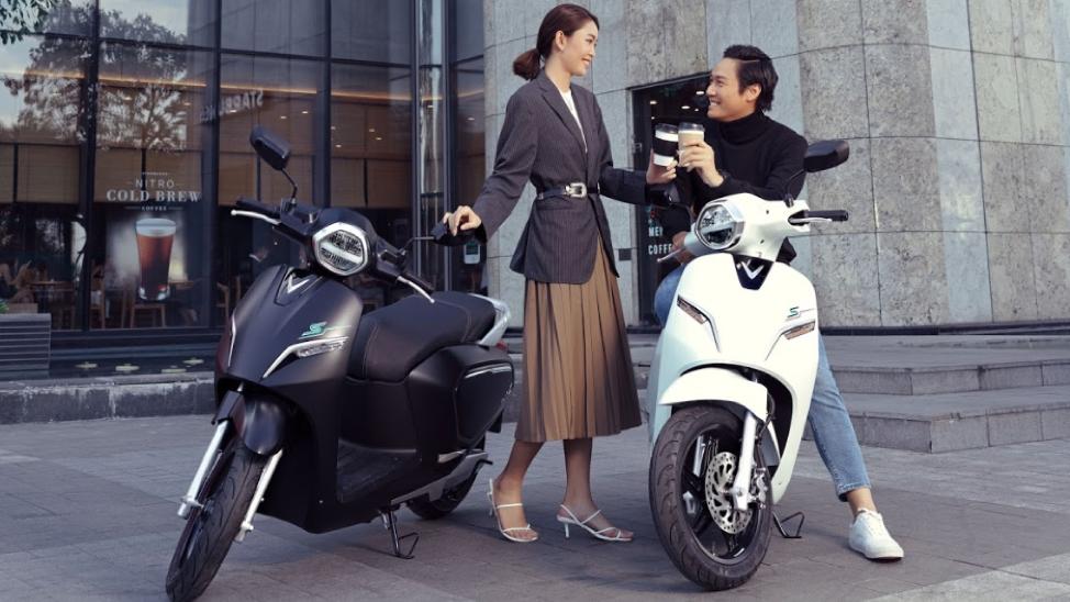 Mua xe máy điện: Chọn hàng nội hay sính của ngoại?