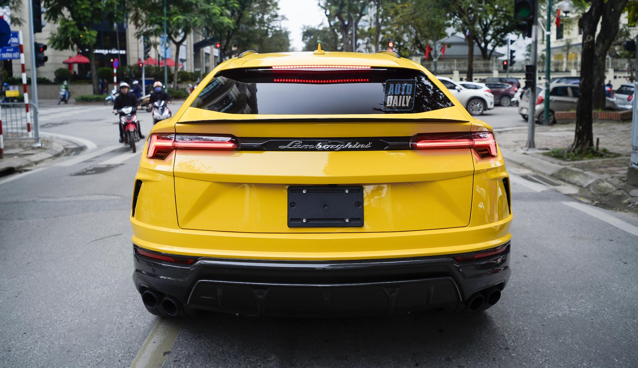 Siêu SUV Lamborghini Urus giá triệu USD của thiếu gia nhà bầu Hiển