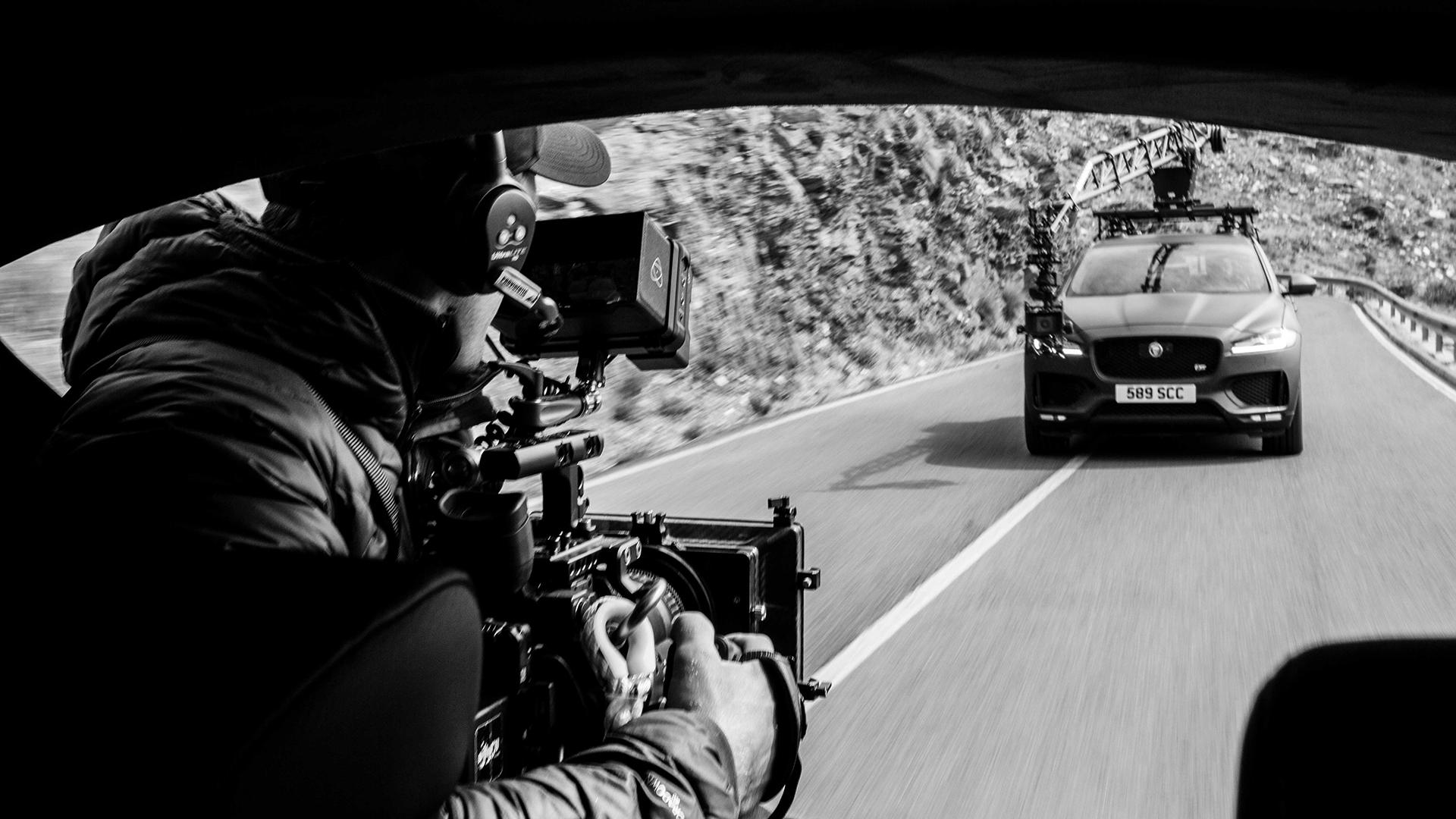 Chiêm ngưỡng Jaguar F-PACE qua góc máy của Canon EOS C500 Mark II mới