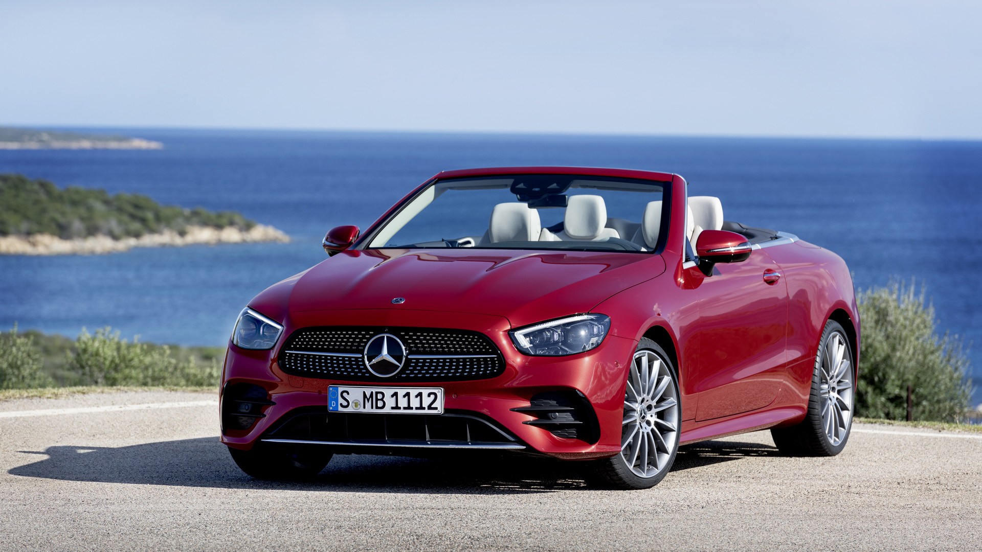 Mercedes E-Class Coupe và Cabrio 2021 lộ diện với vẻ ngoài bóng bẩy hơn