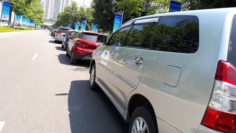Giảm 50% lệ phí trước bạ ô tô: Bộ còn xin ý kiến, dân cứ chờ