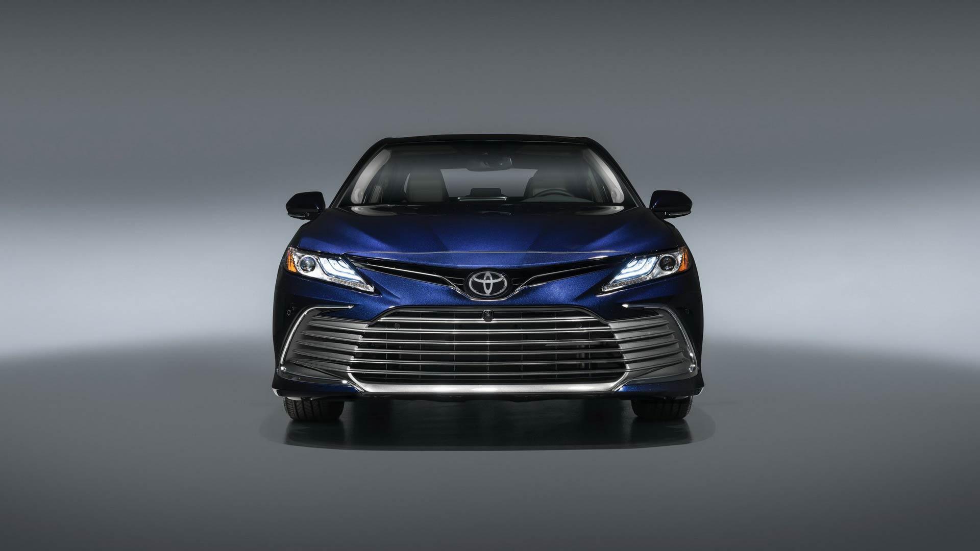 Toyota Camry 2021 ra mắt: Thêm công nghệ, quyết đấu Honda Accord