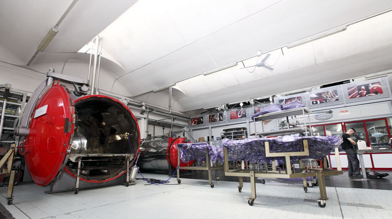 Pagani-Factory-Autoclave-and-Carbon-Fibre-Molds.jpg