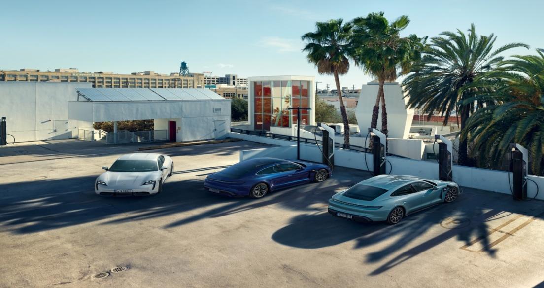 Xe điện Porsche Taycan có giá bán hơn 5,7 tỷ đồng tại Việt Nam