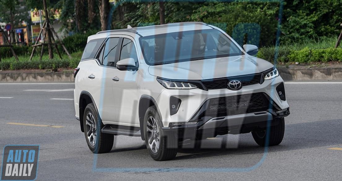 Toyota Fortuner 2021 lộ diện trước ngày ra mắt tại Việt Nam, quyết đấu Kia Sorento 2021
