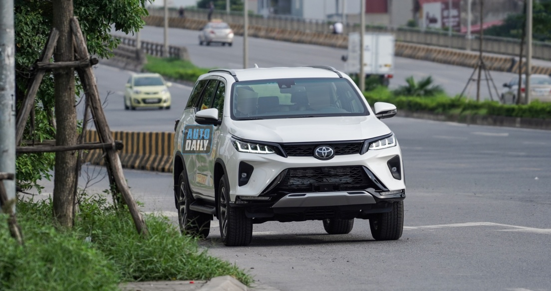 Toyota Fortuner 2021 bản Legender xuất hiện tại Hà Nội, ngày ra mắt không còn xa