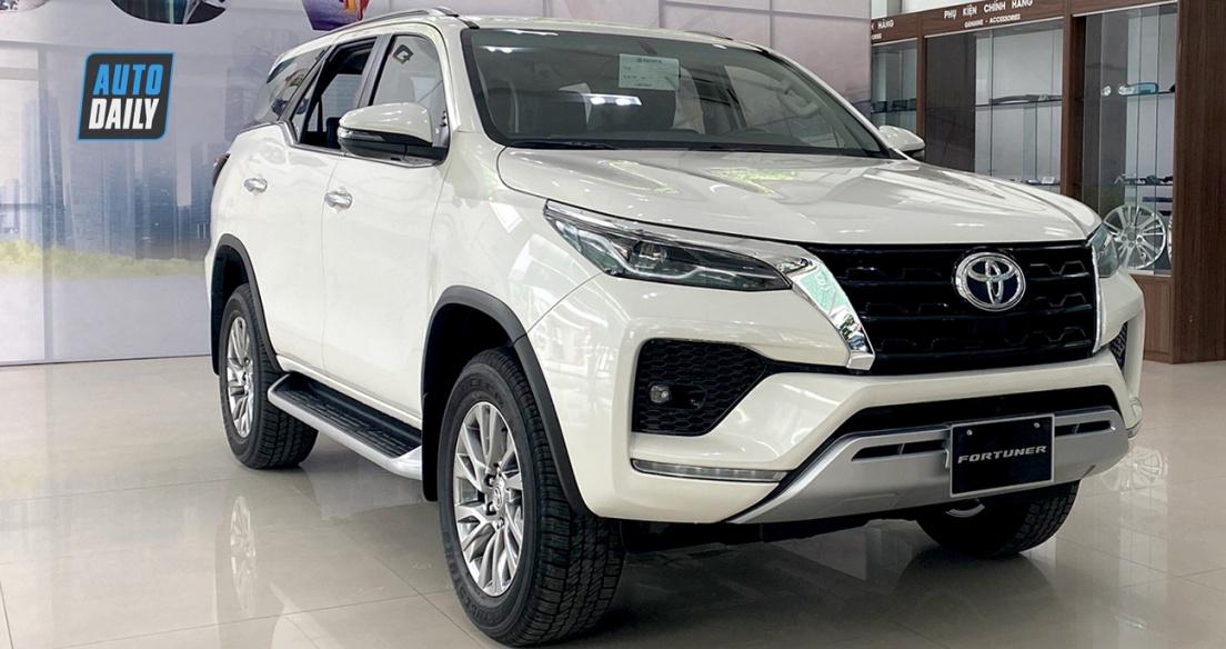 Soi nhanh Toyota Fortuner 2021 máy xăng 4x4, nhập khẩu giá 1,23 tỷ đồng