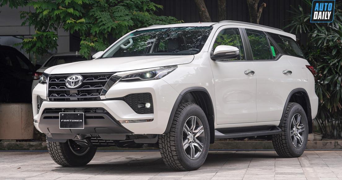 Phân khúc SUV 7 chỗ tháng 10/2020: Toyota Fortuner giành lại ngôi vương