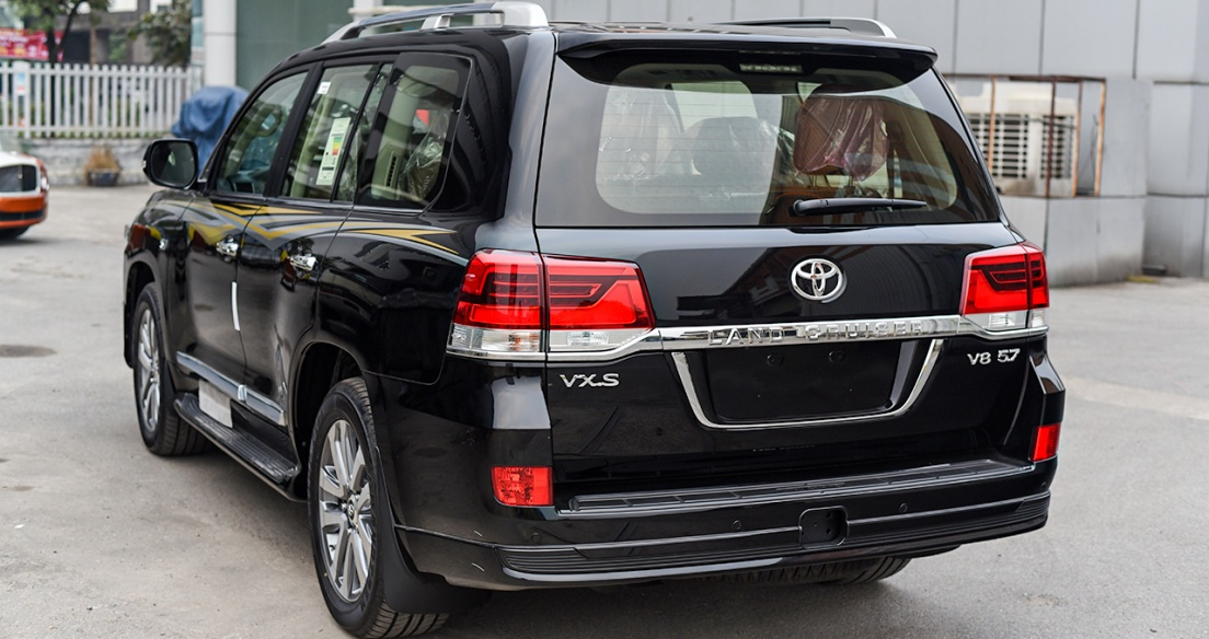 SUV hầm hố Toyota Land Cruiser VXS V8 5.7L 2021 nhập Trung Đông hơn 8 tỷ tại Việt Nam