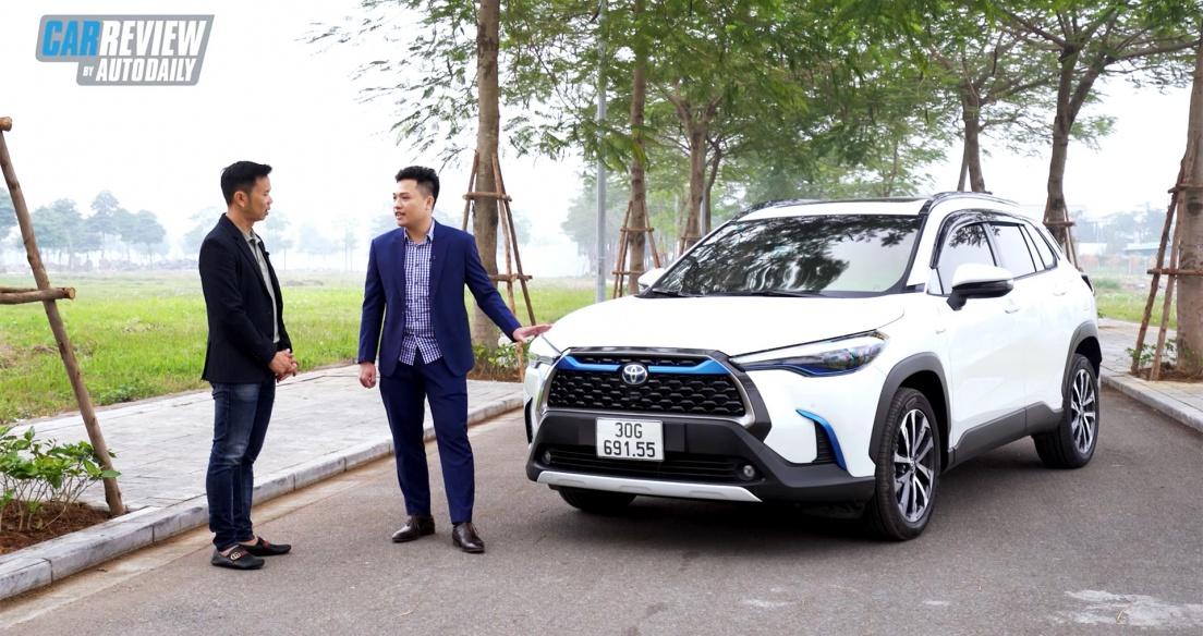 Gặp khách hàng mua Toyota Corolla Cross 1.8HV trong MỘT NỐT NHẠC