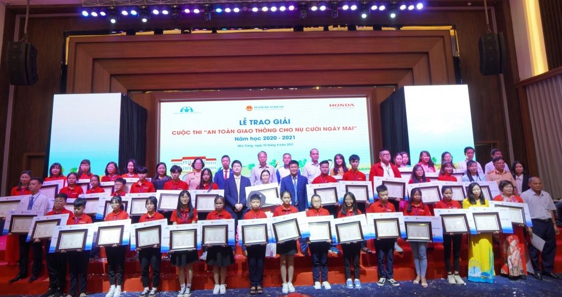 Trao giải cuộc thi 'ATGT cho nụ cười ngày mai' năm học 2020-2021