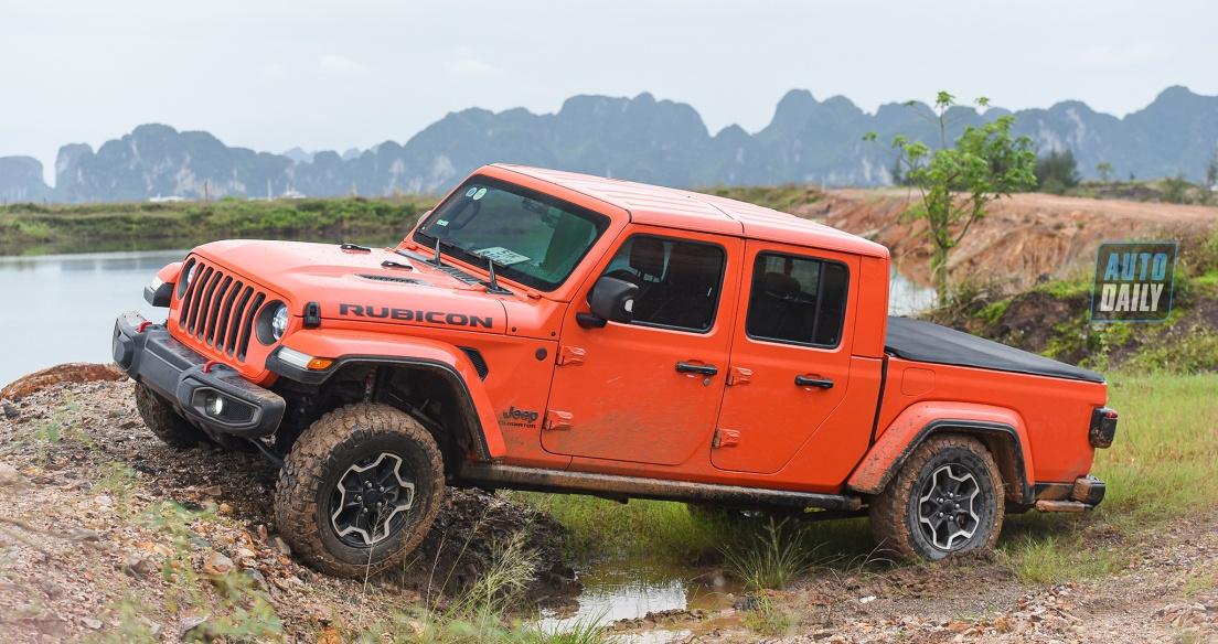 """Trải nghiệm hệ dẫn động 4x4 và AWD trên BÁN TẢI """"dị"""" Jeep Gladiator Rubicon"""