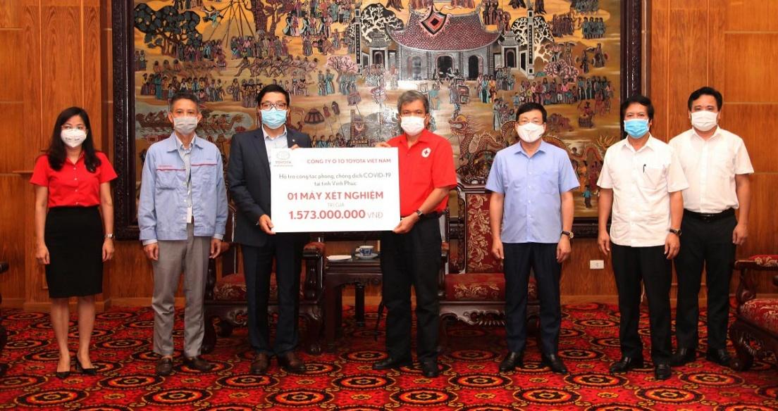 Toyota Việt Nam hỗ trợ trang thiết bị y tế phòng chống dịch Covid-19 cho tỉnh Vĩnh Phúc