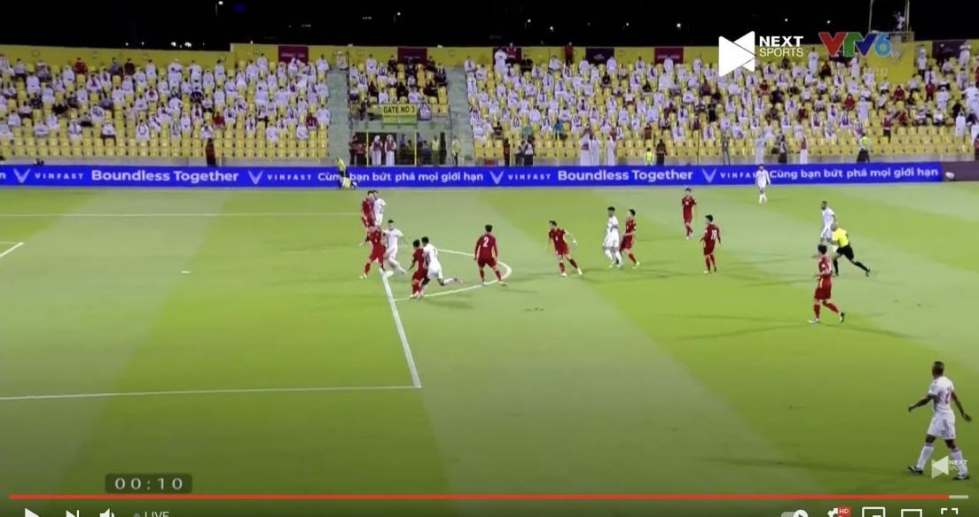Thương hiệu VinFast xuất hiện trong trận đấu giữa Việt Nam và UAE