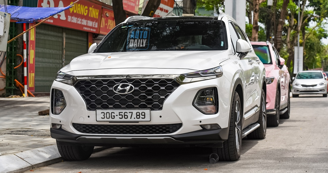 Hyundai Santa Fe đầu tiên mang biển sảnh tiến đều tới 9