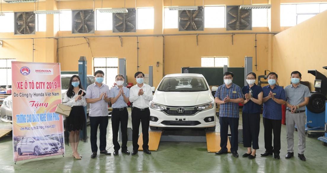 Honda Việt Nam tặng xe và thiết bị kỹ thuật cho trường nghề tại Vĩnh Phúc và Hà Nam