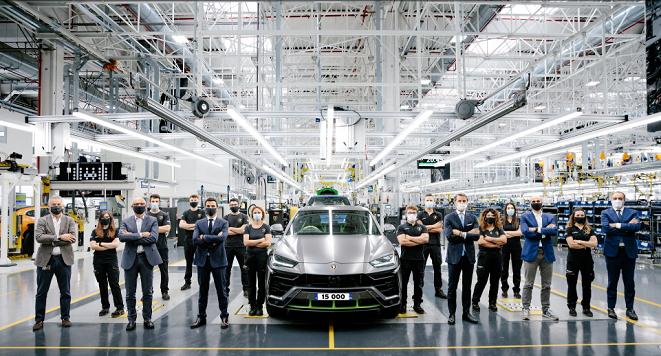 Siêu SUV Lamborghini Urus 'bán chạy như tôm tươi', cán mốc 15.000 xe sau 3 năm