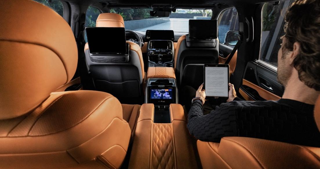 Soi nội thất hạng thương gia của Lexus LX600 2022