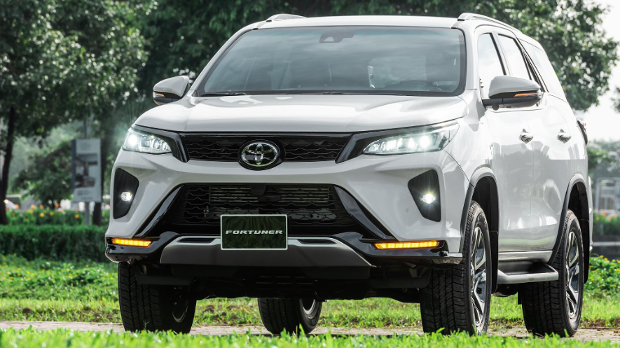 """Toyota tung loạt ưu đãi """"bùng nổ"""" thị trường tháng 10/2021"""