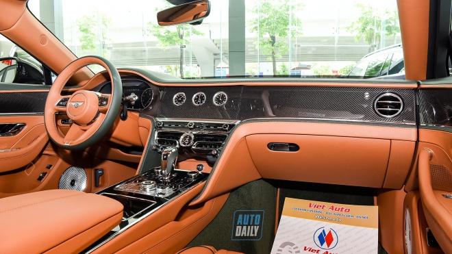 Ảnh chi tiết siêu phẩm Bentley Flying Spur V8 2021 màu cực độc