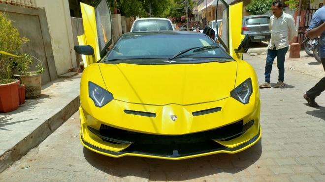 Dân chơi Ấn Độ 'biến' Honda Civic thành Lamborghini Aventador SVJ