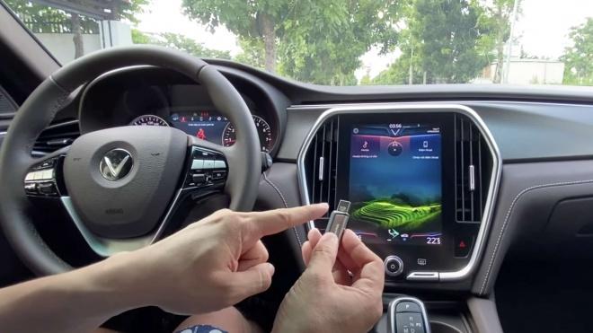 """VinFast Lux A2.0 - Hướng dẫn tự nâng cấp Apple CarPlay """"zin"""""""