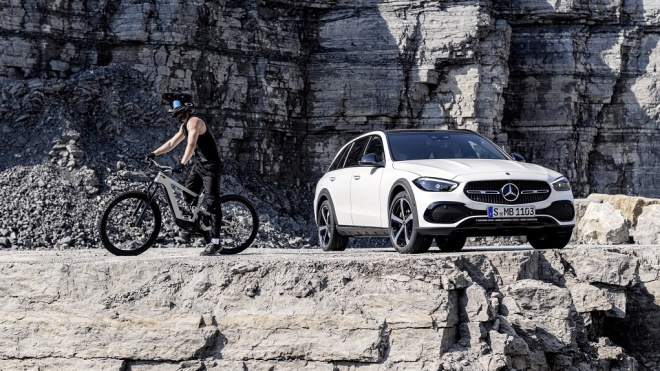Mercedes-Benz ra mắt xe địa hình C-Class All Terrain 2022