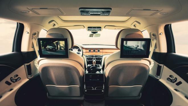 Hệ thống giải trí hàng ghế sau mới trên Bentley Bentayga và Flying Spur
