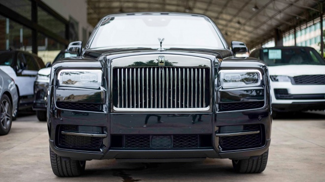 Rolls-Royce Cullinan Black Badge bản kéo dài và chống đạn về Campuchia