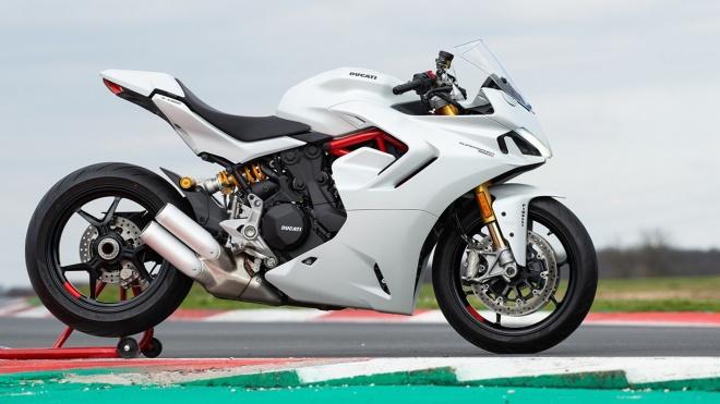 Ducati SuperSport 950 2021 có giá từ 18.300 USD