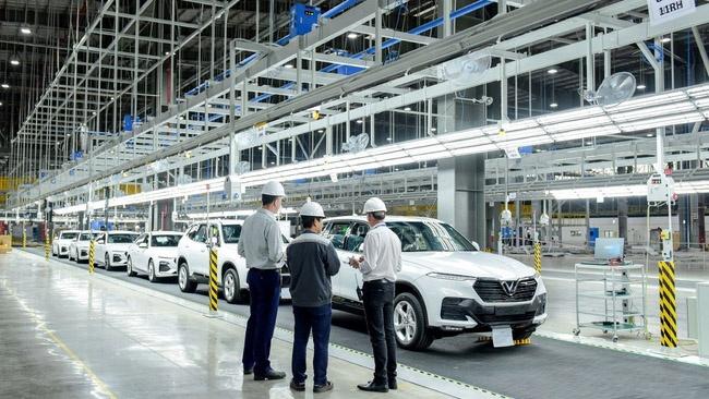 Chỉ với 3 mẫu xe xăng và các mẫu xe điện sắp ra mắt, VinFast đã chi gần 2 tỷ USD cho R&D