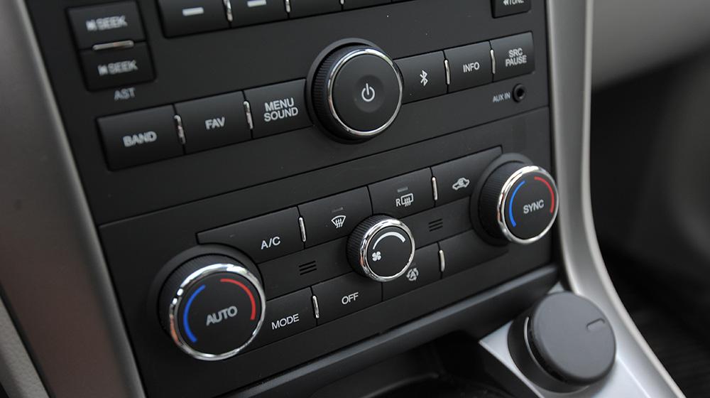Chevrolet-Captiva-LTZ-2014-14