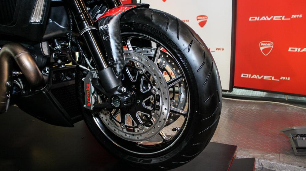 Ducati Diavel 2015 (3).jpg