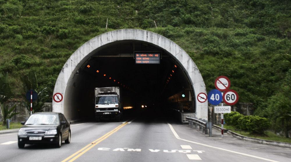 Hai_Van_Tunnel_North_Entrance.jpg