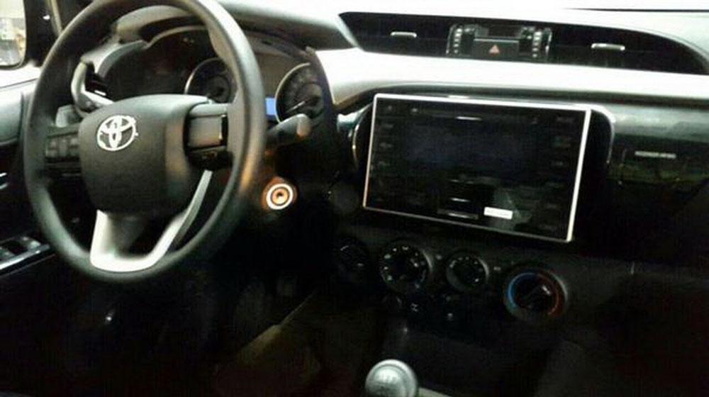 2016-Toyota-Hilux-2.jpg