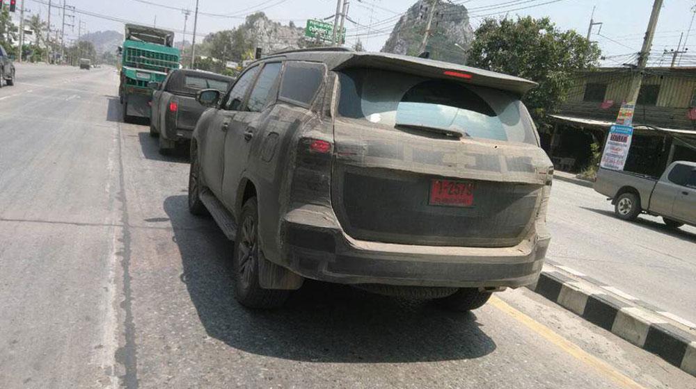 2016-Toyota-Fortuner-rear-quarter-spied-in-Thailand.jpg