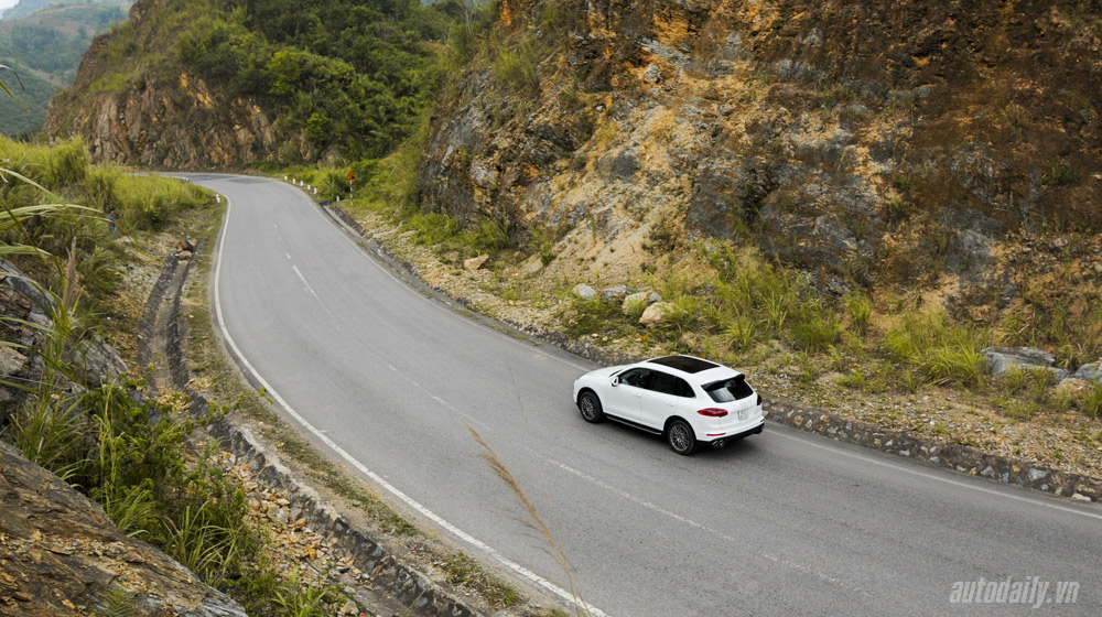 Porsche Cayenne 2015 (26).jpg