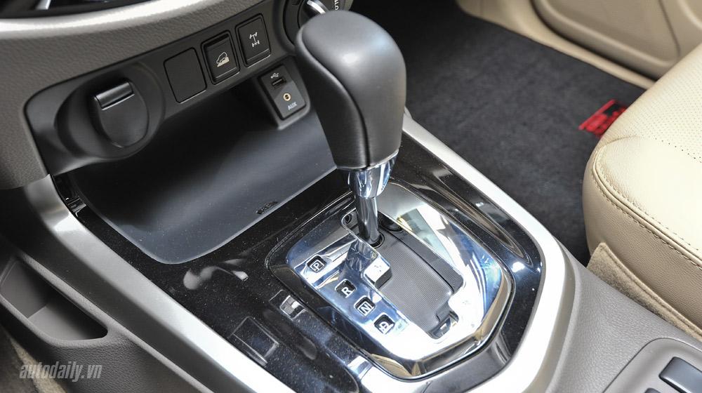 Nissan Navara noithat (7).jpg