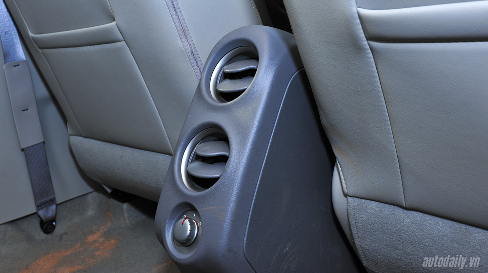 Nissan Sunny 2 (44).jpg