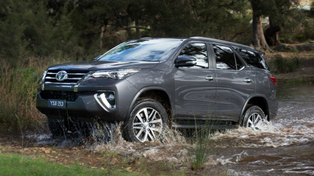 Fortuner_2016_vs_Everest_2015 (3).jpg